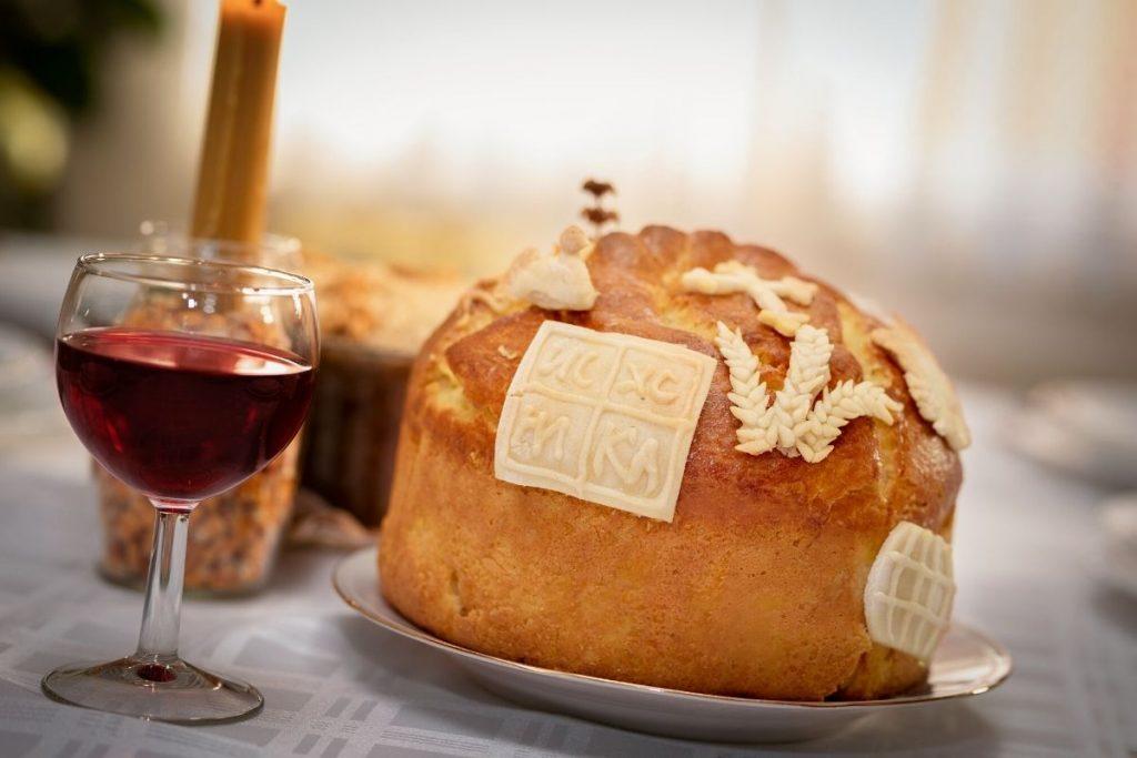 Slavski kolač i vino